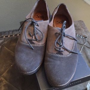 Suede two tone lace ups Oxfords by Sofft